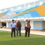Gobernador de Apurímac inspecciona obra del Complejo Deportivo El Olivo en Abancay
