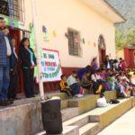 Gobernador de Apurímac entrega resolución que amplía el servicio educativo de Pachachaca-Abancay para el nivel secundaria