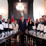 Gobernador Baltazar Lantarón firma adenda al convenio del SIS para la región Apurímac