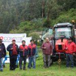 Gobierno Regional de Apurímac entrega tractor agrícola a la asociación los Apus de Taccacca, Circa