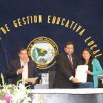 GOBERNADOR REGIONAL ENTREGA RESOLUCIONES DE ADJUDICACIÓN DE PLAZAS EDUCATIVAS 2019