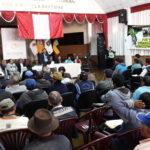 Gobernador regional asume compromisos en encuentro agrario de Apurímac