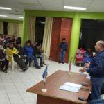 Autoridades y población reunidas frente a problemas en obra de mejoramiento de carretera Ramal Pacucha en Andahuaylas