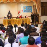 Gerente Regional de Desarrollo Social participa en entrega de títulos del Instituto de Abancay