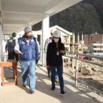 Directora de Seguimiento de Inversiones del MEF y Gobernador supervisan obras en Abancay