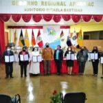 """Gore Apurímac reconoce a """"Docentes del Bicentenario"""""""